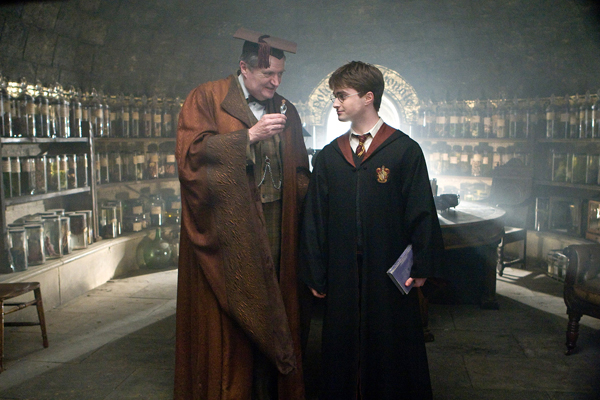 jim_broadbent_as_professor_horace_slughorn_and_daniel_radcliffe_as_harry_potter_-_harry_potter_and_the_half-blood_prince